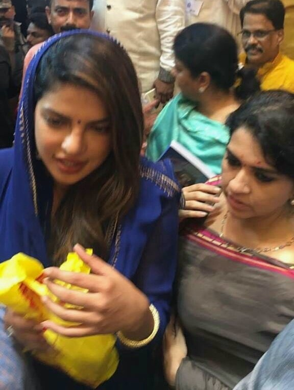 "Priyanka Chopra Visits Lalbaugcha Raja on The Occasion of ""Ganesh Chaturthi"""