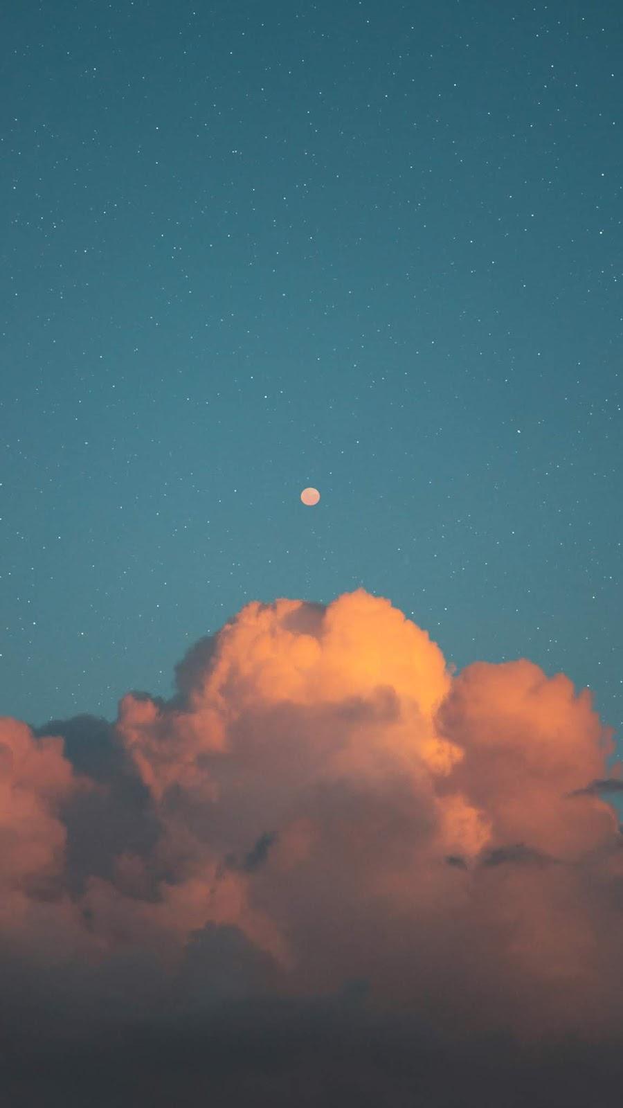 Mặt trăng tròn trên bầu trời sao
