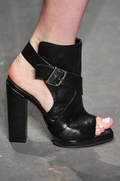 2325c6434 O sapato é coringa nessa época do ano, em que não sabemos qual tipo de  calçado colocar, aberto ou fechado.