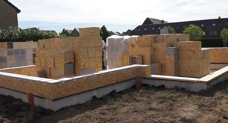 Una casa de tres habitaciones y en solo seis días con bloques al estilo LEGO