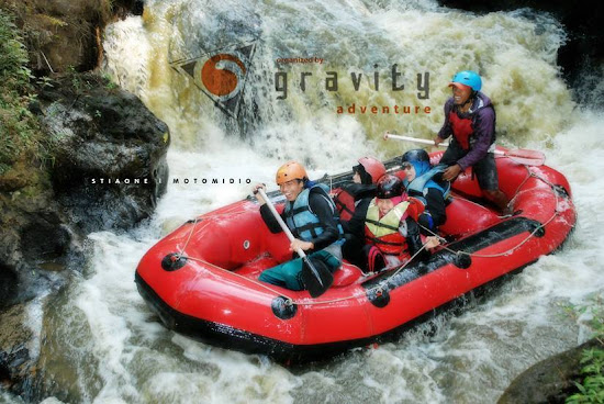 Lokasi Wisata Rafting di Bandung Gravity Adventure Memang Menantang
