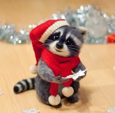 mapache de peluche navideño