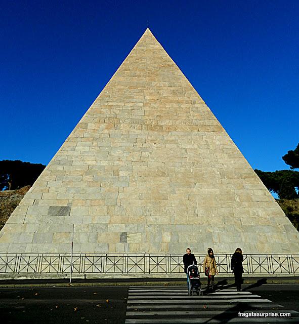 Pirâmide de Caio Cestio, Roma