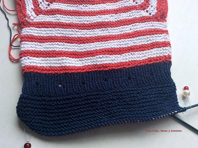 Con hilos, lanas y botones: Pelele marinero de punto para bebé (patrón gratis)