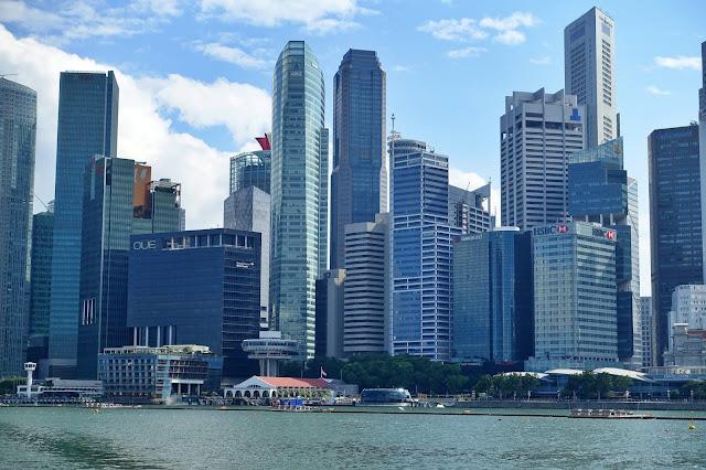 Singapur, cło, papierosy - wszystko, co musisz wiedzieć o wwożeniu do Singapuru papierosów i moja krótka historia o tym, jak dostałam pouczenie od Służby Celnej i musiałam zapłacić podatek za jedną paczkę papierosów.