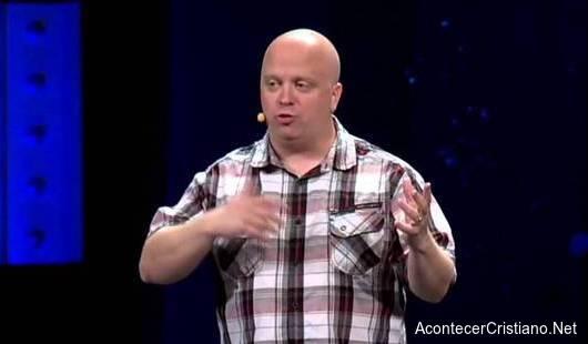 Ateo Caleb Kaltenbach se convierte al cristianismo