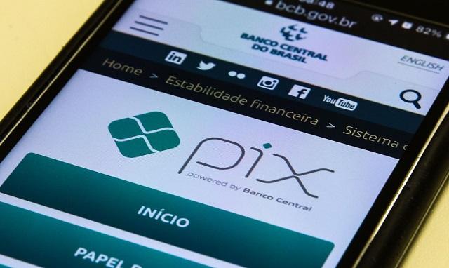 PIX: com grande aceitação do público, moeda pode parar de circular no mercado, afirma economista