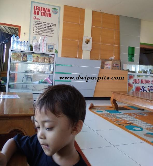 Lesehan Ikan Bakar Bu Tatik di Situbondo