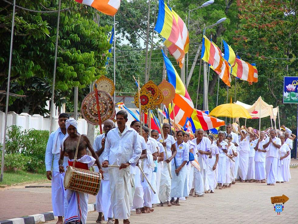 Procesión fieles Dagoba Ruvanvelisaya