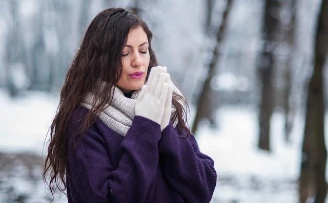 Τι να κάνετε για να προστατέψετε τα χέρια και τα χείλη σας από το κρύο