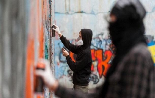 """В Івано-Франківську оголосили """"полювання"""" на рекламістів наркотиків"""