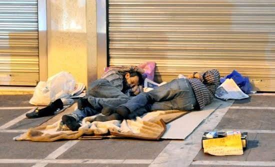 Άστεγος βρέθηκε νεκρός σε πεζοδρόμιο στο Βόλο