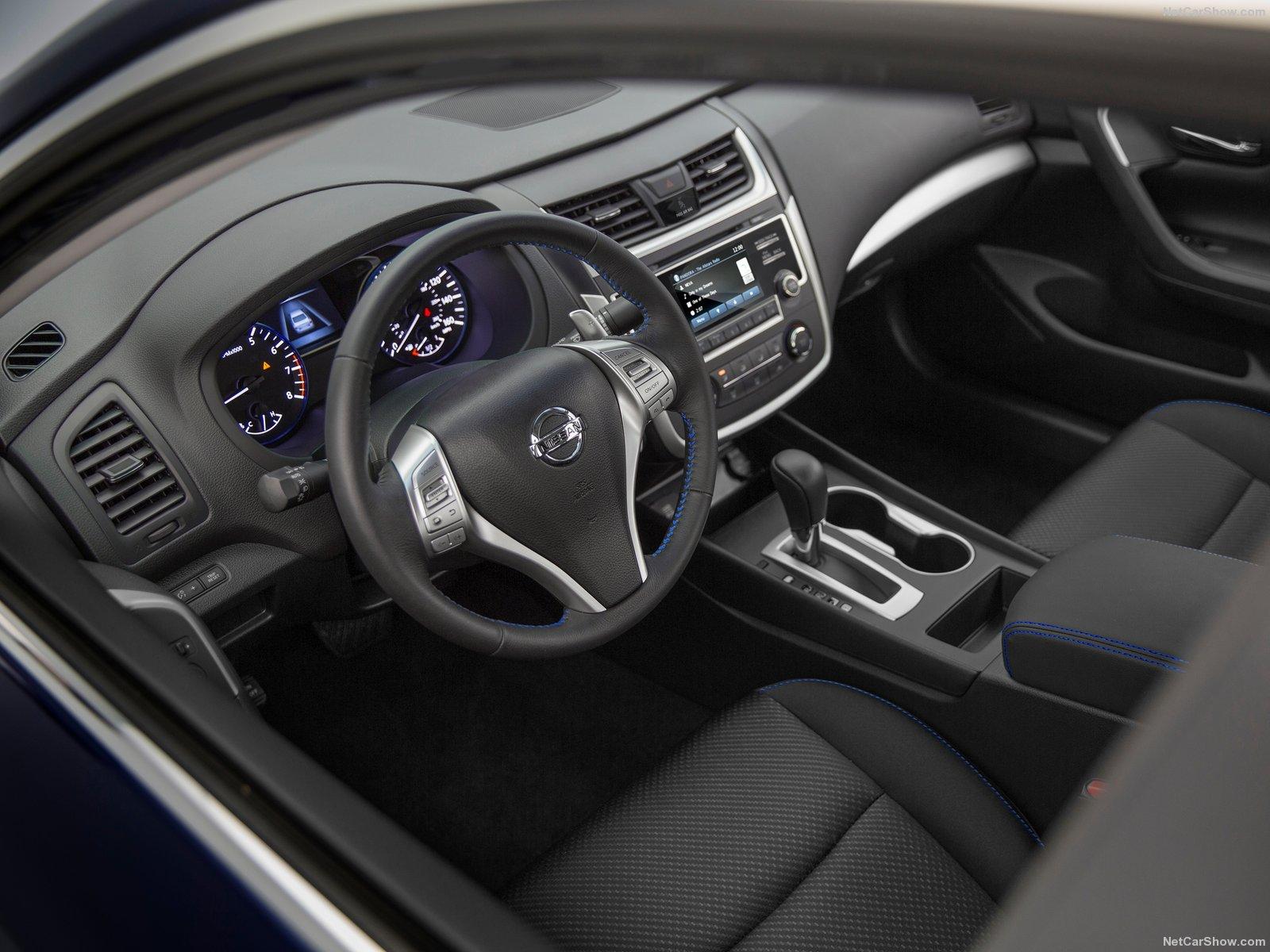 Nissan-Altima_SR_2016_Interior