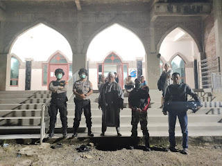 Personel Polsek Curio dan Babinsa Patroli Malam Antisipasi Warga Berkerumunan