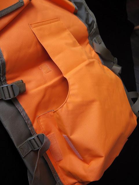 VISMハンティング ベストの背面オレンジ