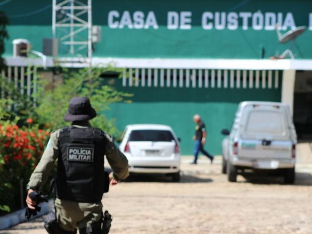 TERESINA: Rebelião na Casa de Custódia tem tiros, incêndio, depredação e feridos