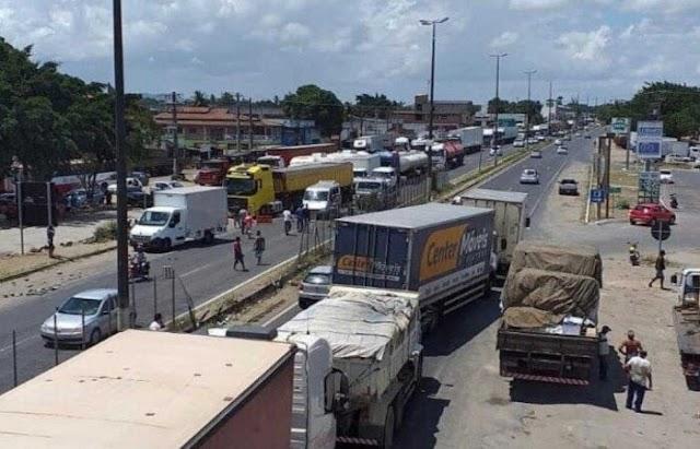 Caminhoneiros estão em estado de greve e podem parar em 1º de novembro