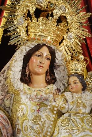 Dos procesiones en Sevilla en la tarde del Domingo en Sevilla