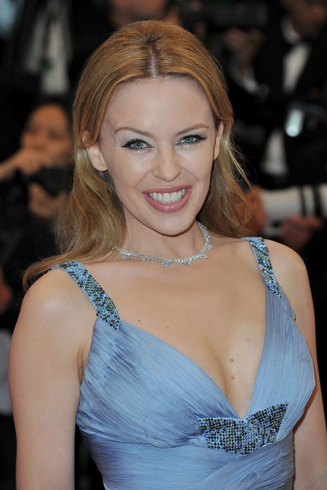 Kylie Minogue Looking Beaitiful And Hot At Closing
