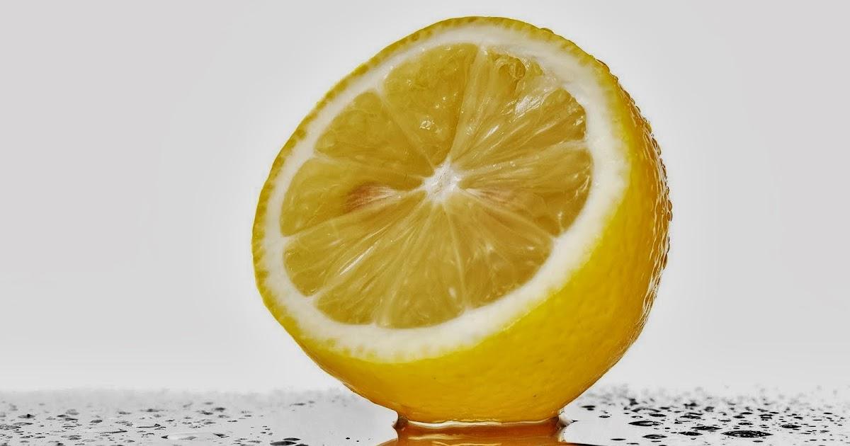 bere acqua calda con limone per perdere peso
