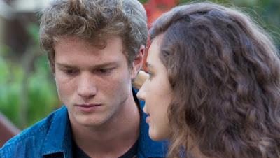 Filipe (Pedro Novaes) pede para Rita contar a verdade sobre Rui — Foto: Globo