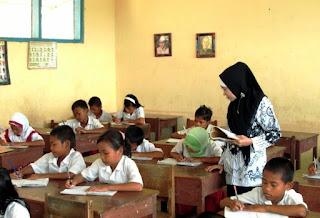 Guru, Ayah, dan Ibu merupakan sosok pendidik