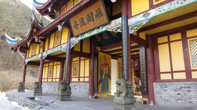 how to get to huanglong scenic and historic