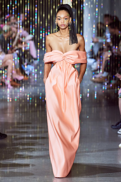 https://www.vogue.com/fashion-shows/spring-2020-ready-to-wear/area/slideshow/collection