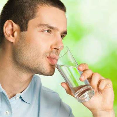 تناول الماء
