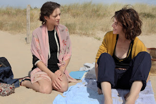 Marion Cotillard (Carlotta) et Charlotte Gainsbourg (Sylvia) dans Les Fantômes d'Ismaël