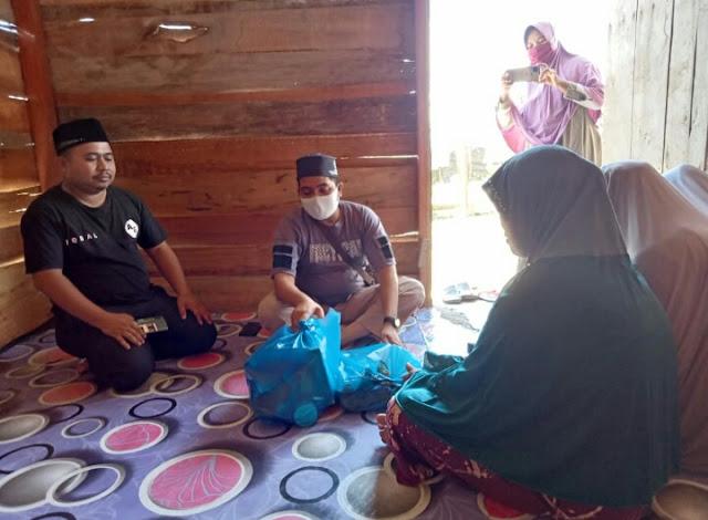 Janda Miskin Bersama Dua Anak Gadis Tinggal Di Gubuk Dengan Kondisi Prihatin