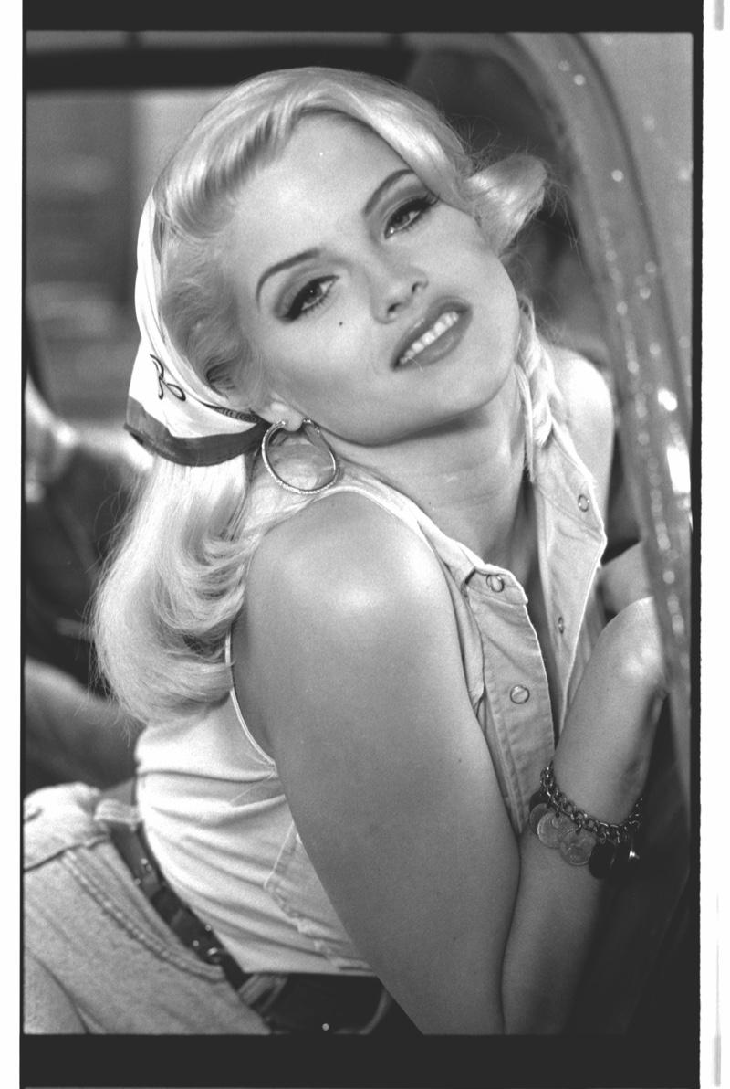 FLASHBACK: Anna Nicole Smith in unreleased 1992 photoshoot. Photo: Daniela Federici / GUESS