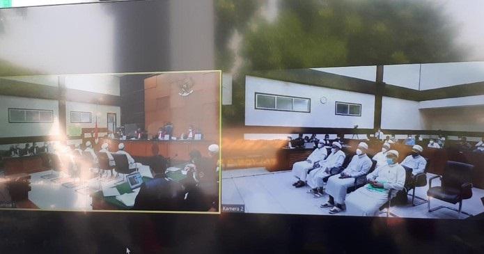 Saksi Ini Tiba-tiba Menangis dan Minta Maaf ke Habib Rizieq di Persidangan