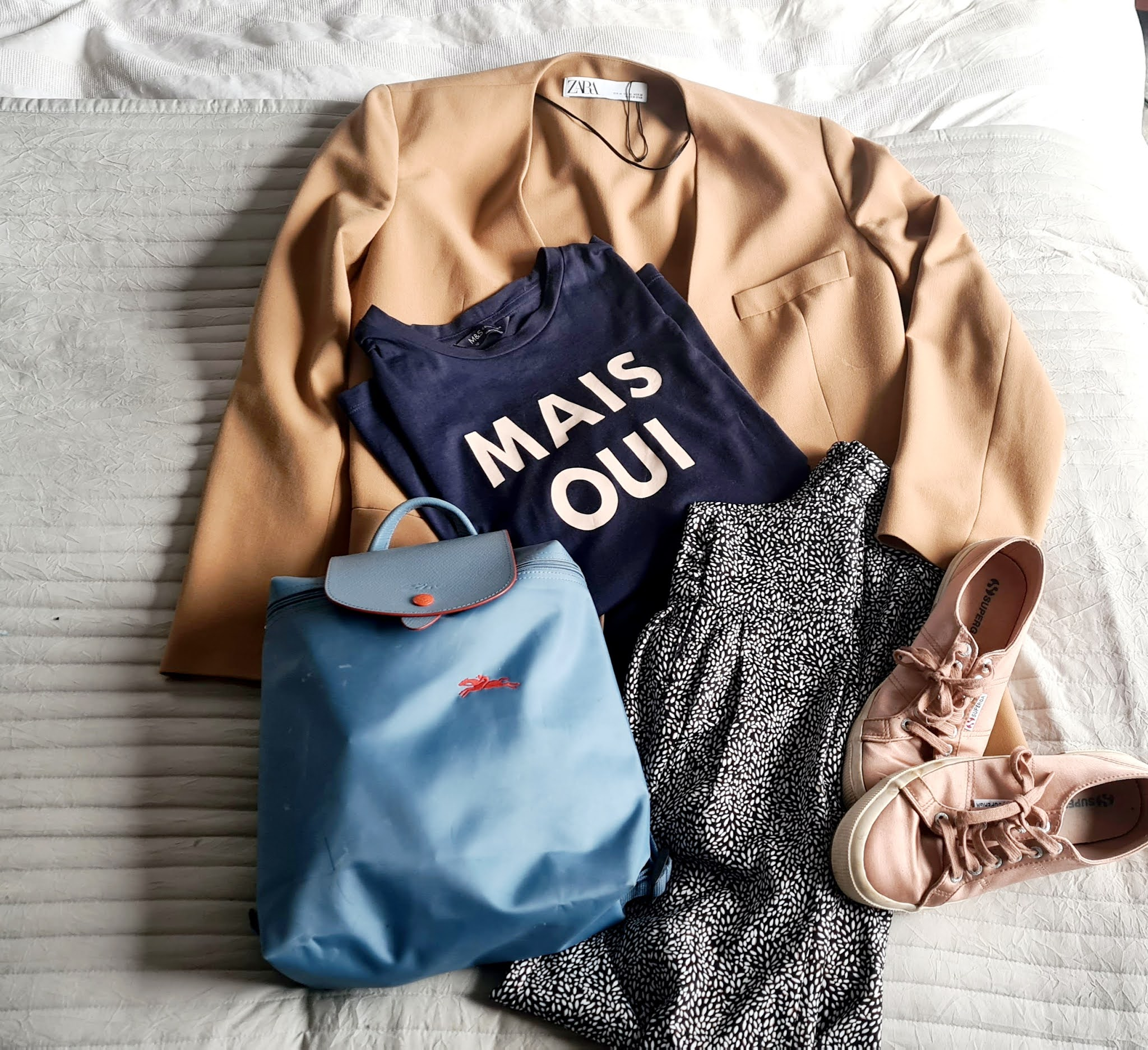 Brunch outfit, brunch outfit 2021, brunch outfit ideas spring, silk joggers outfit, supergas outfit, slogan tshirt outfit