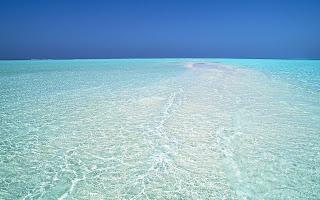 HD achtergrond met licht blauwe zee