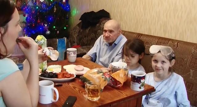 Простая челябинская семья приютила 74-летнего старичка