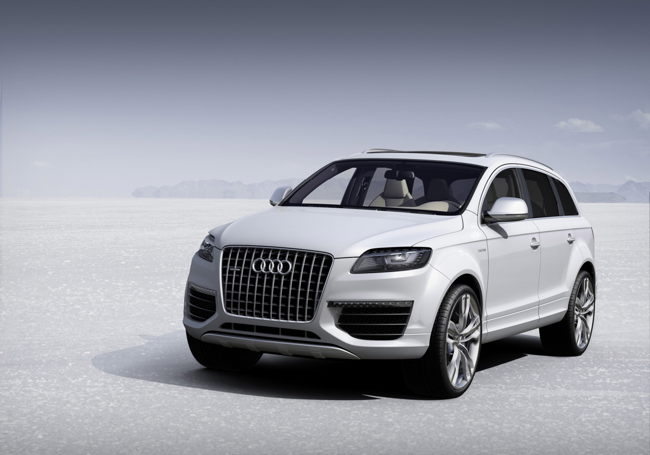 Audi Q7 Wallpaper on white mercedes benz symbol