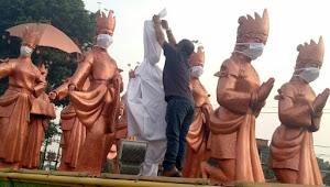 Memed Balut Patung Selamat Datang di Taman Adipura Jambi Dengan Kain Kafan