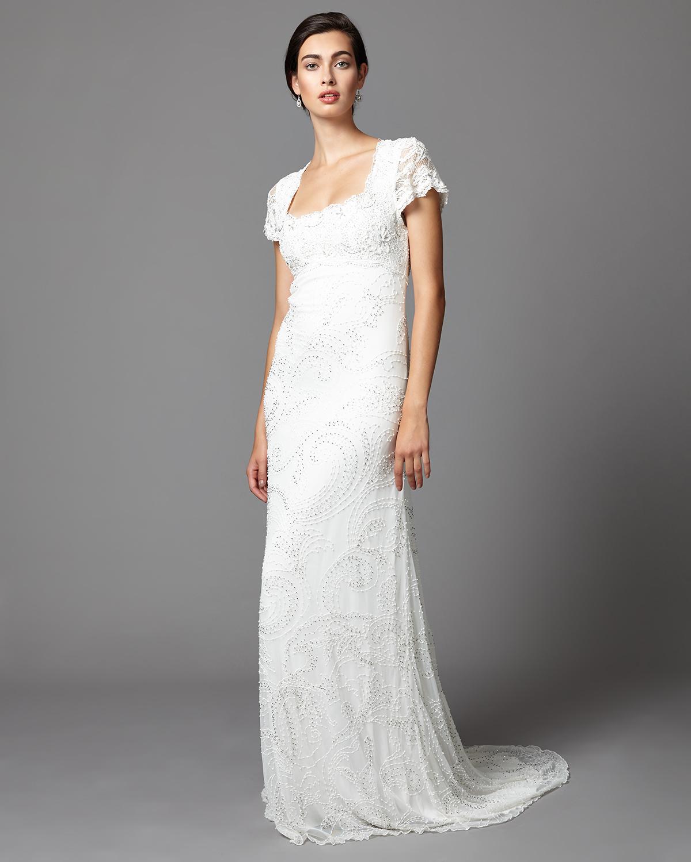 688d56500 Los bordados de su encaje lo hacen elegantísimo y muy femenino. Cuesta 655  euros y podéis ver más fotos y comprarlo haciendo click AQUÍ