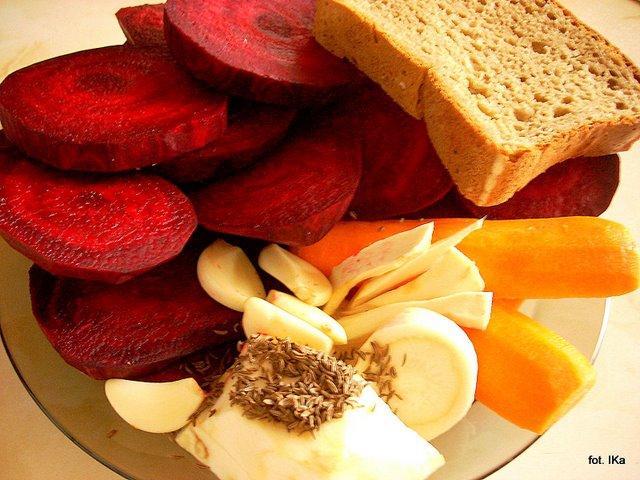 zakwas z burakow, na barszczyk, barszcz kiszony, kiszonki, kiszenie, warzywa kiszone