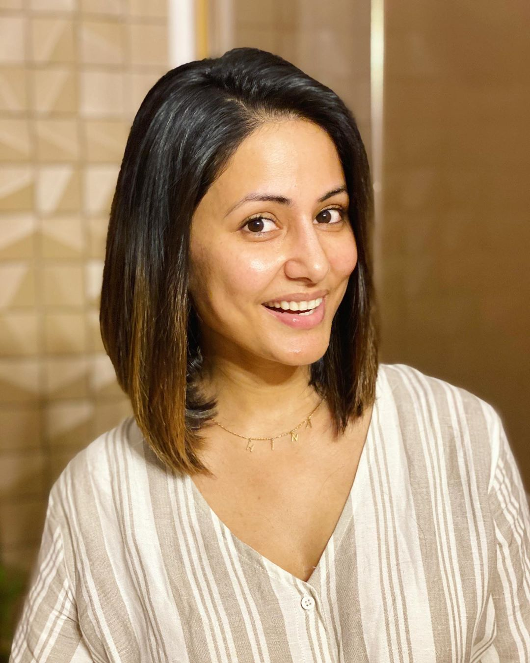 hina-khan-shares-beautiful-pictures-with-new-haircut