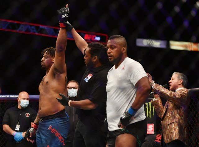 Greg Hardy defeats Yorgan De Castro UFC 249