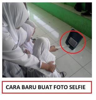 Anak Sekolah Selfie dengan Sekop