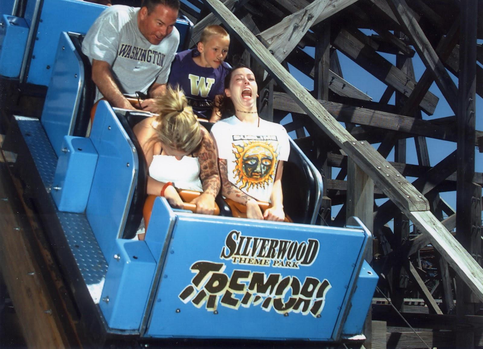 Kumpulan Gambar Muka Lucu Saat Naik Roller CoasterJago TawA
