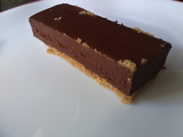 Tarta de ganache de chocolate con galleta