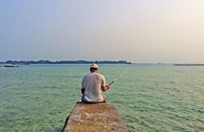 orang sedang memancing