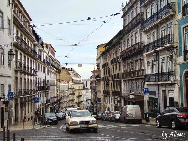 alfama-lisabona-cartier-turistic