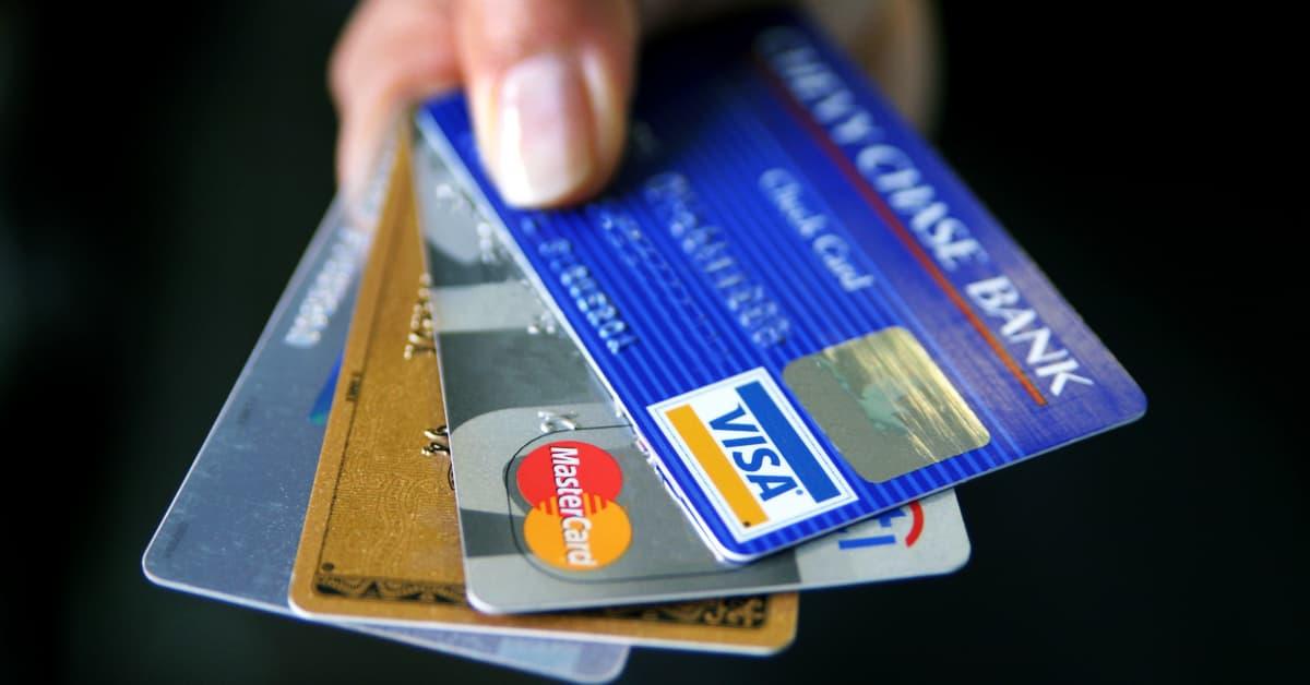 الفرق بين بطاقة الائتمان وبطاقة مسبقة الدفع