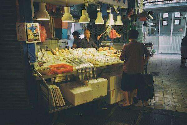 龍山寺近辺には新富市場というマーケット
