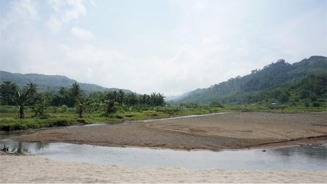 Muara Sungai Pantai Jolosutro